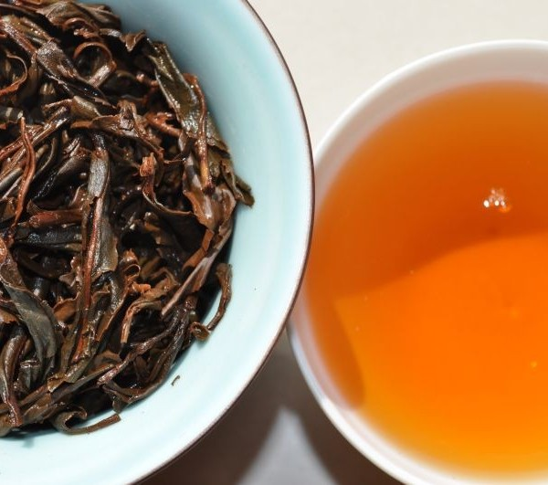 Yi-Mei-Ren-Wu-Liang-Mountain-Yunnan-Black-Tea-Spring-2015